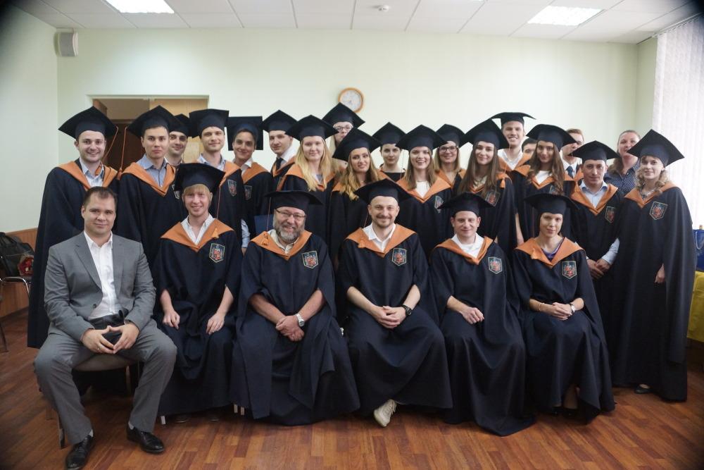 В Банковском институте вручили дипломы выпускникам магистерской  В Банковском институте вручили дипломы выпускникам магистерской программы Финансовый аналитик
