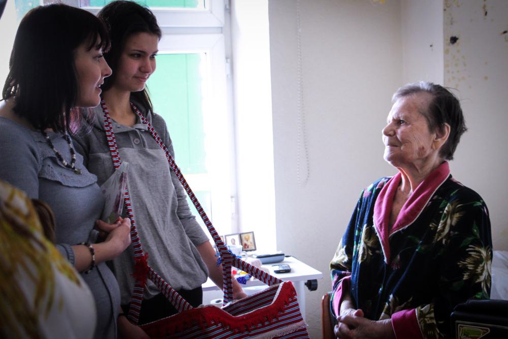 Волонтерская поездка в дом престарелых пансионат для пожилых в ленобласти