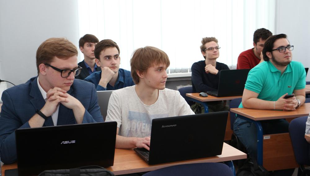 Поздравляем студентов курса успешно защитивших курсовые работы  Комиссии оценивали качество разработки программного продукта или проведенных исследований доклад студента презентацию и ответы на вопросы